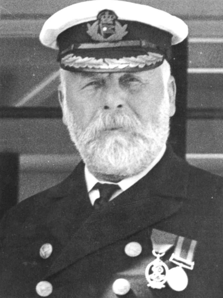 The captain goes down with the ship - Wikipedia